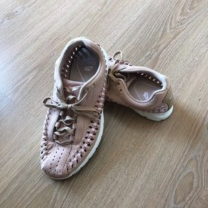 Women's Nike shoes in US size 7